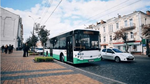 У Києві та Харкові курсують громадські електроавтобуси