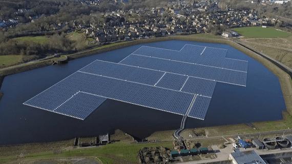 В Великобритании строят плавучие солнечные установки