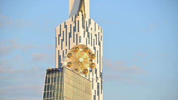 Небоскреб Batumi Tower с колесом обозрения на 27 этаже