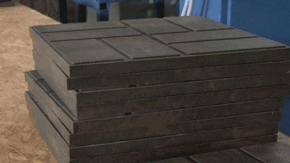 На Украинском учебно-производственном предприятии изготовляют тротуарную плитку из переработанного пластика