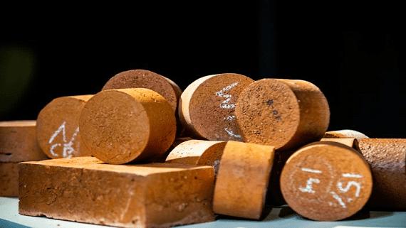 Екологічні цеглини з глини і біосміття
