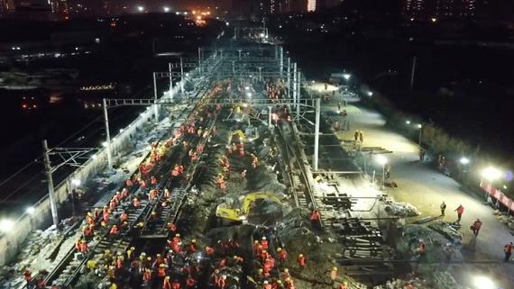 У Китаї замінили колії залізничного вокзалу за 6 годин