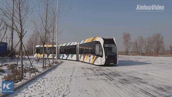 В Китае тестируют электрический безрельсовый поезд