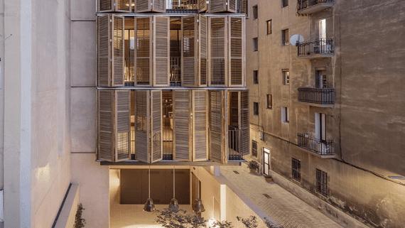 В Барселоне 4 семьи построили собственную многоэтажку