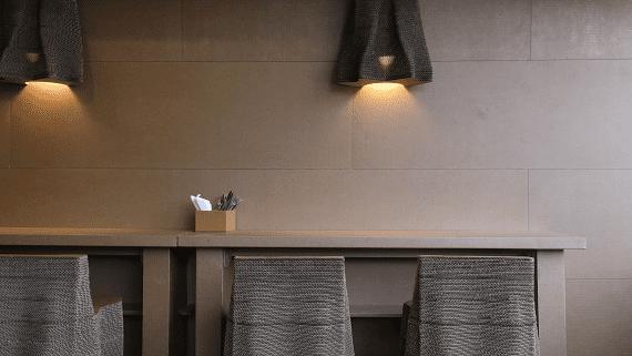 Кафе с интерьером из картона