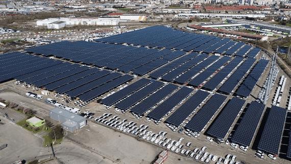 На автостоянке во Франции построили навес из солнечных панелей