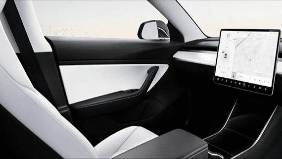 Tesla планує випустити електромобіль без керма через два роки
