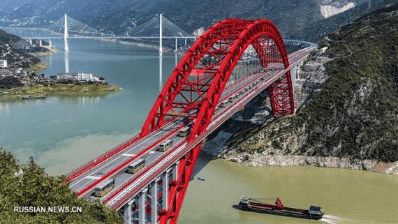 В Китае открыли один из самых больших в мире стальных арочных мостов