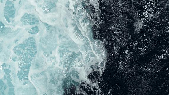 Запущено первое устройство генерирующее электричество из энергии океанских волн