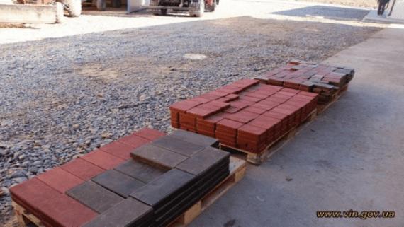 В Винницкой области запущено производство тротуарной плитки из переработанного пластика
