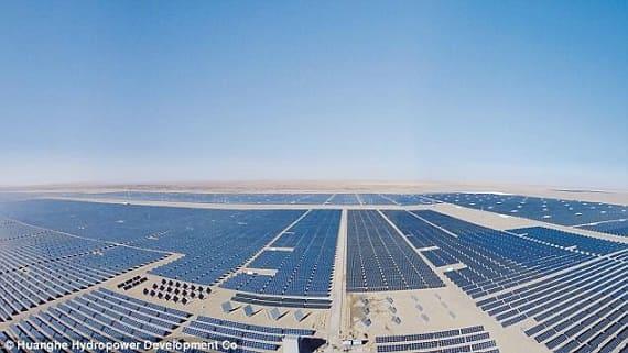 В Китае строят самый большой солнечный парк в мире
