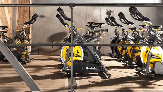 Тренажерний зал, який працює на енергії, що виробляється велотренажерами