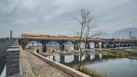 Заброшенный мост в Китае превратили в 260-метровую смотровую площадку