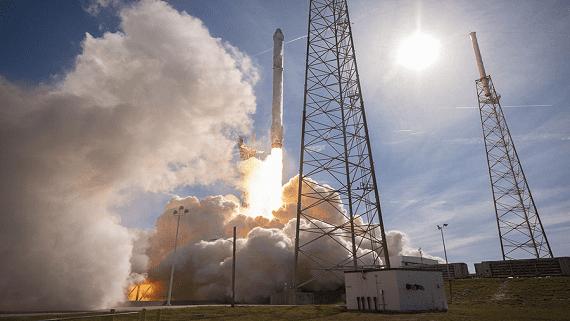 SpaceX запустила тестові супутники для передачі інтернету