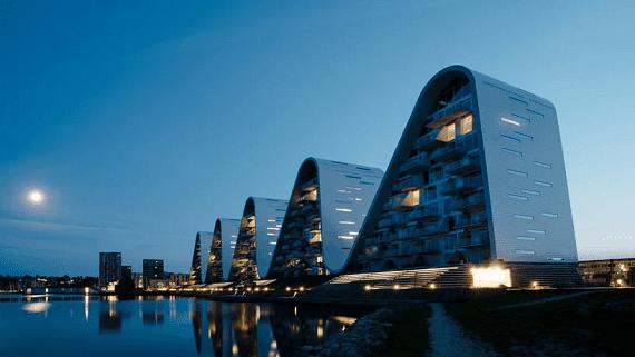 Будинок у формі хвилі побудований в Данії